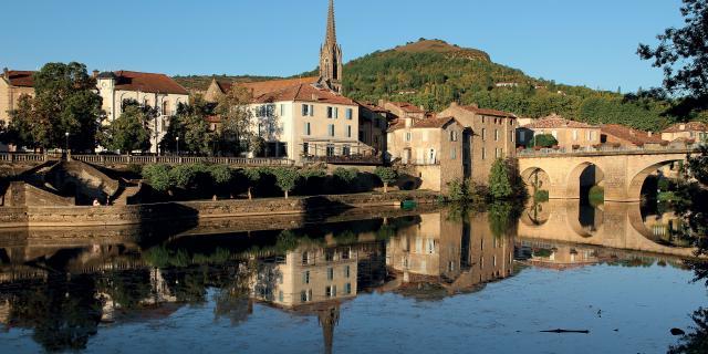 Vue sur la cité médiévale de St-Antonin Noble Val