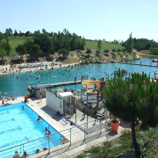 Monclar Lac Et Piscine 3169